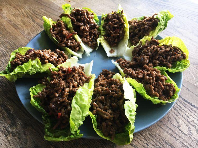salat-tacos med krydret oksekød